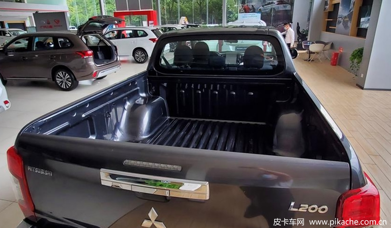 Mitsubishi L200 pickup truck will arrive at the store in China, or it will be pre sold soon